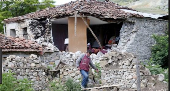 Qeveria të ndërtojë shtëpitë e dëmtuara nga tërmeti